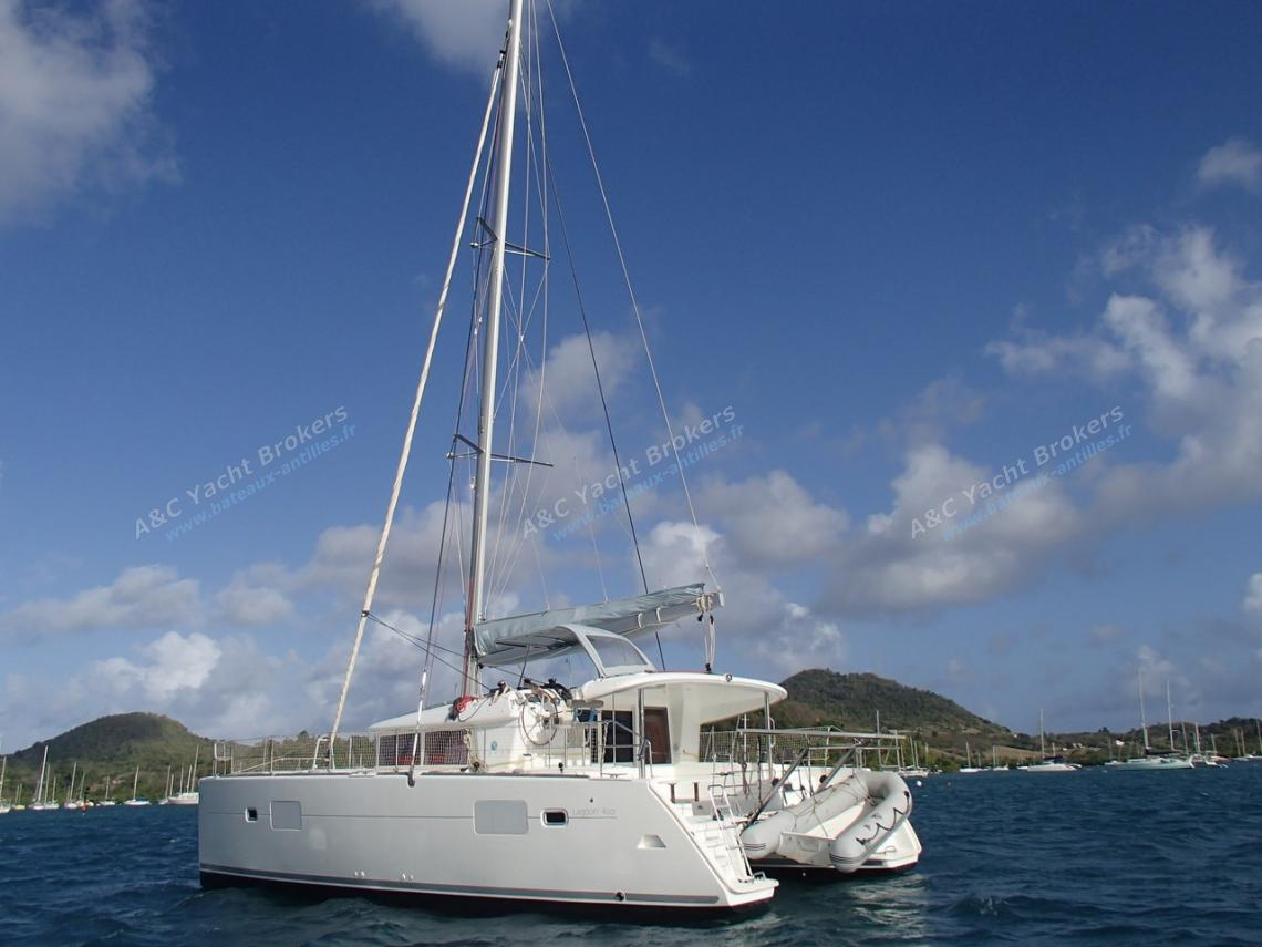 Lagoon 400 3 cabins : At anchor in Martinique
